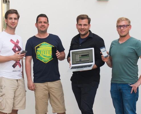 Die jungen Gemeinderäte der Volkspartei Bruck begrüßen das freie W-LAN in Bruck. Mit Patrick Steger, Thomas Riegler, Alexander Petznek, Leonhard Ortner