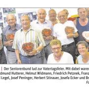 Der Seniorenbund mit GR Franz Perger gratulierten den Vätern zum Vatertag.