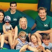 Marlene Jüly (l.), Christian Kirchmayer, JVP-Obfrau Maria Lager und STR Alexander Petznek mit den teilnehmenden Kindern.