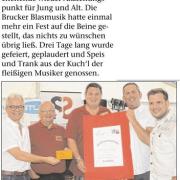 STR Alexander Petznek übergab Obmann Hannes Ruscher und Stellvertreter Franz Perger den Reinerlös für den Tag der Blasmusik.