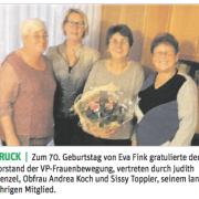 VP-Obfrau Andrea Koch gratuliert Eva Fink zum 70. Geburtstag.